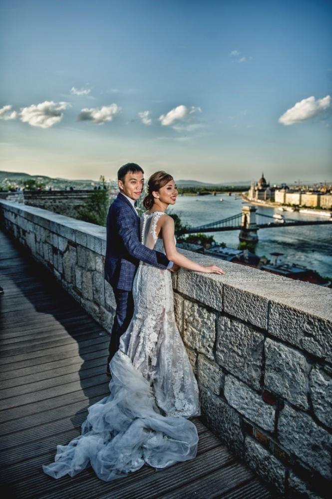http://www.fotoz.sk/images/gallery-43/normal/svadobny-fotograf_svadobne-fotky_prewedding-budapest_juraj-zsok_eskuvoi-fotos_eskuvoi-fotozas_014.jpg