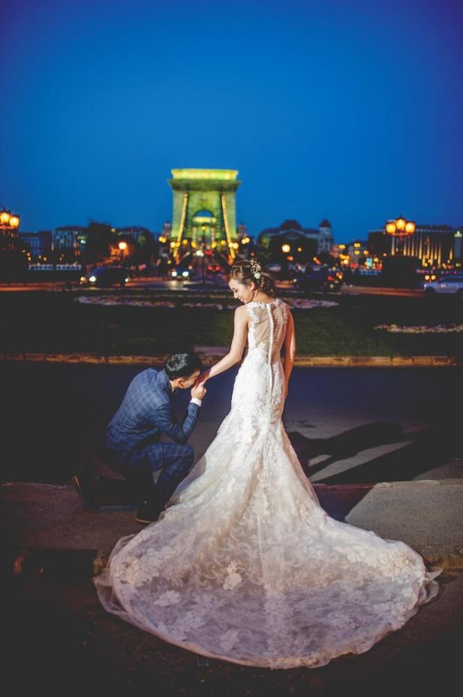 http://www.fotoz.sk/images/gallery-43/normal/svadobny-fotograf_svadobne-fotky_prewedding-budapest_juraj-zsok_eskuvoi-fotos_eskuvoi-fotozas_023.jpg