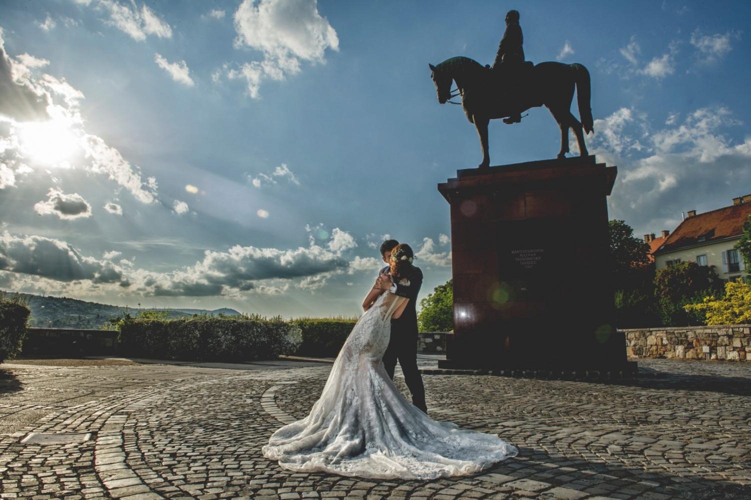 http://www.fotoz.sk/images/gallery-43/normal/svadobny-fotograf_svadobne-fotky_prewedding-budapest_juraj-zsok_eskuvoi-fotos_eskuvoi-fotozas_040.jpg