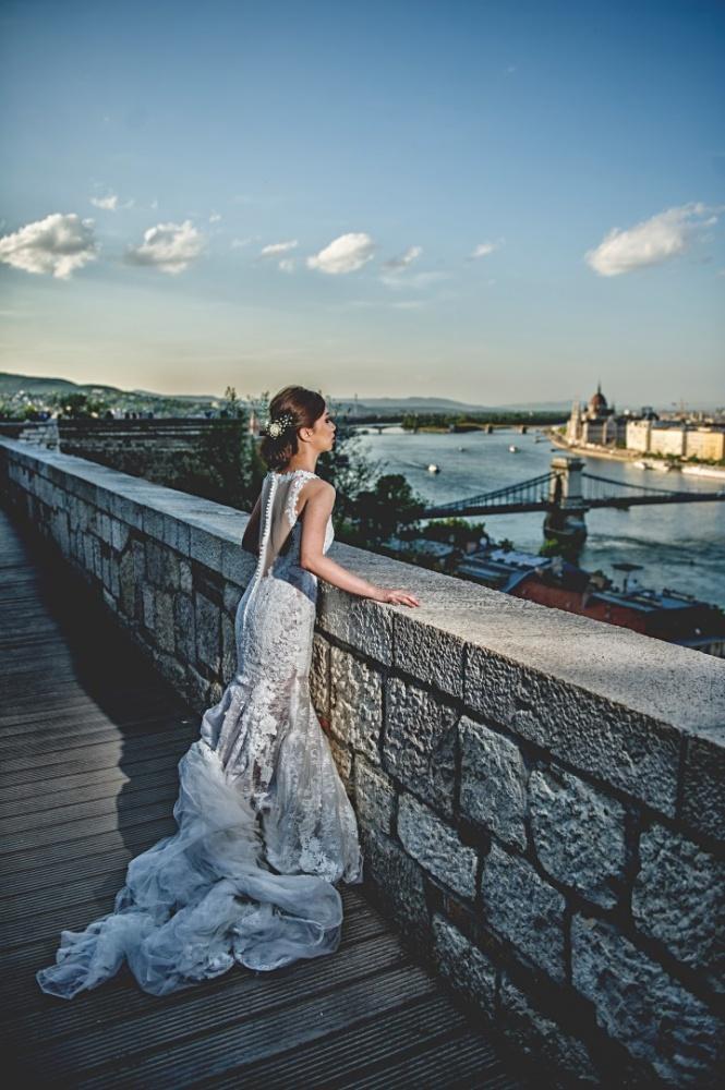 http://www.fotoz.sk/images/gallery-43/normal/svadobny-fotograf_svadobne-fotky_prewedding-budapest_juraj-zsok_eskuvoi-fotos_eskuvoi-fotozas_060.jpg