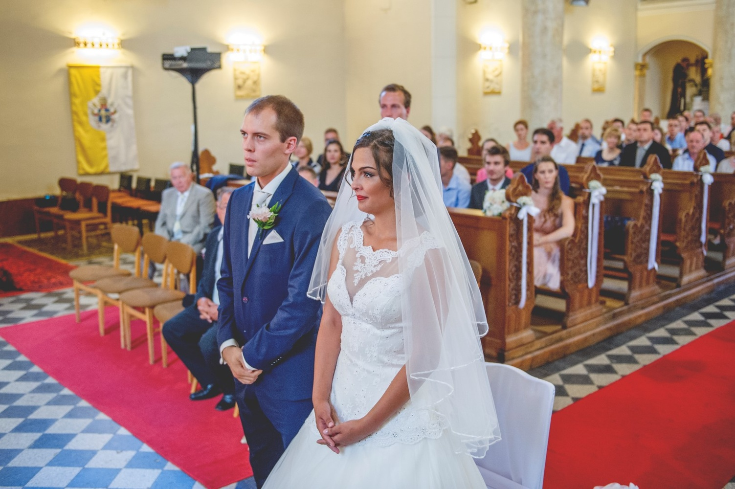 http://www.fotoz.sk/images/gallery-5/normal/eskuvo_rengo-bisztro_058.jpg