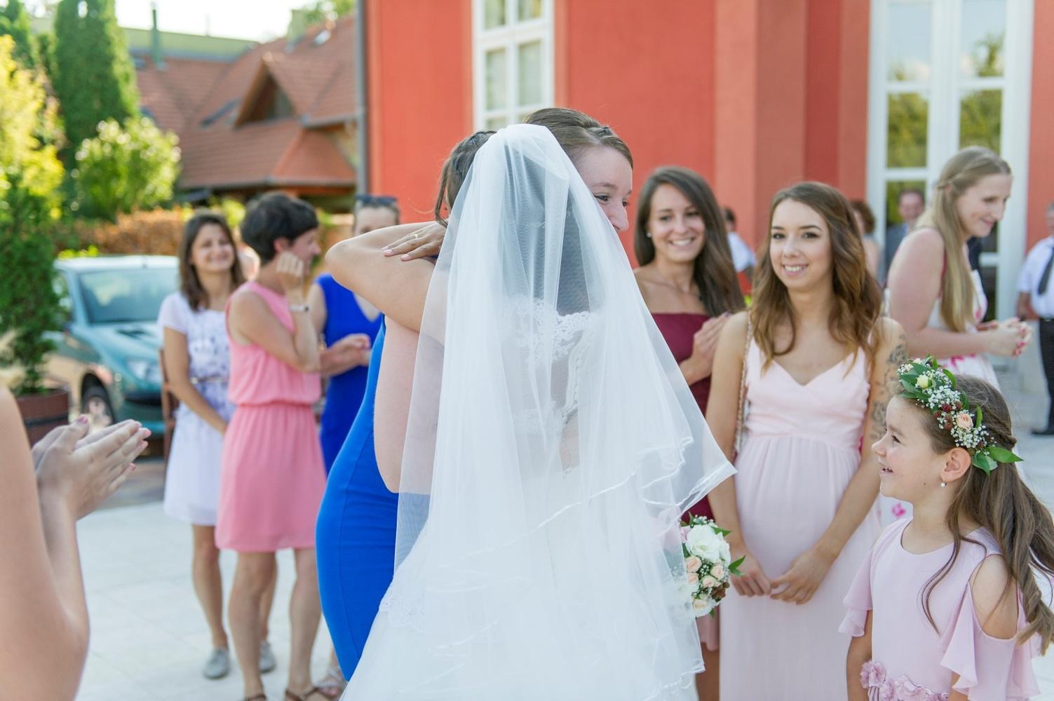 http://www.fotoz.sk/images/gallery-5/normal/eskuvo_rengo-bisztro_159.jpg
