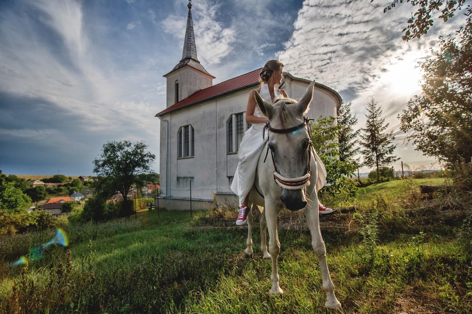 http://www.fotoz.sk/images/gallery-8/normal/eskuvoi-fotos_svadobny-fotograf_332.jpg