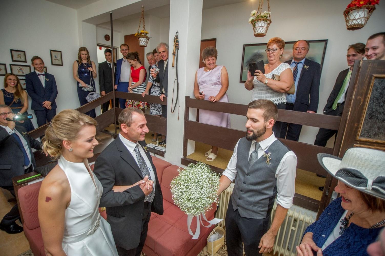 http://www.fotoz.sk/images/gallery-8/normal/eskuvoi-fotos_svadobny-fotograf_401.jpg