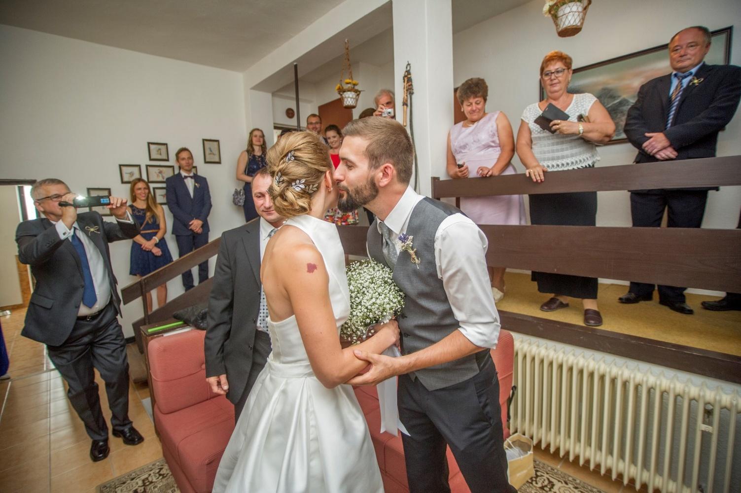 http://www.fotoz.sk/images/gallery-8/normal/eskuvoi-fotos_svadobny-fotograf_403.jpg