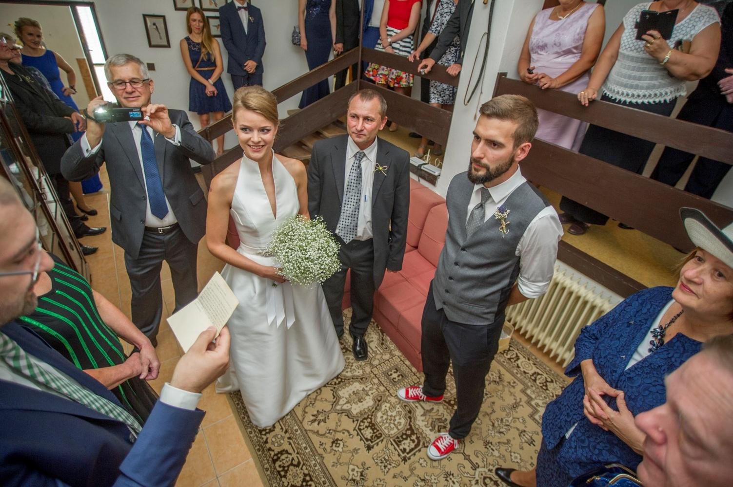 http://www.fotoz.sk/images/gallery-8/normal/eskuvoi-fotos_svadobny-fotograf_408.jpg