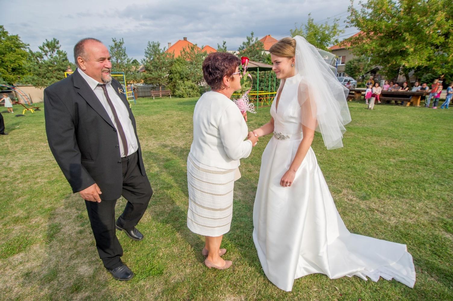 http://www.fotoz.sk/images/gallery-8/normal/eskuvoi-fotos_svadobny-fotograf_462.jpg
