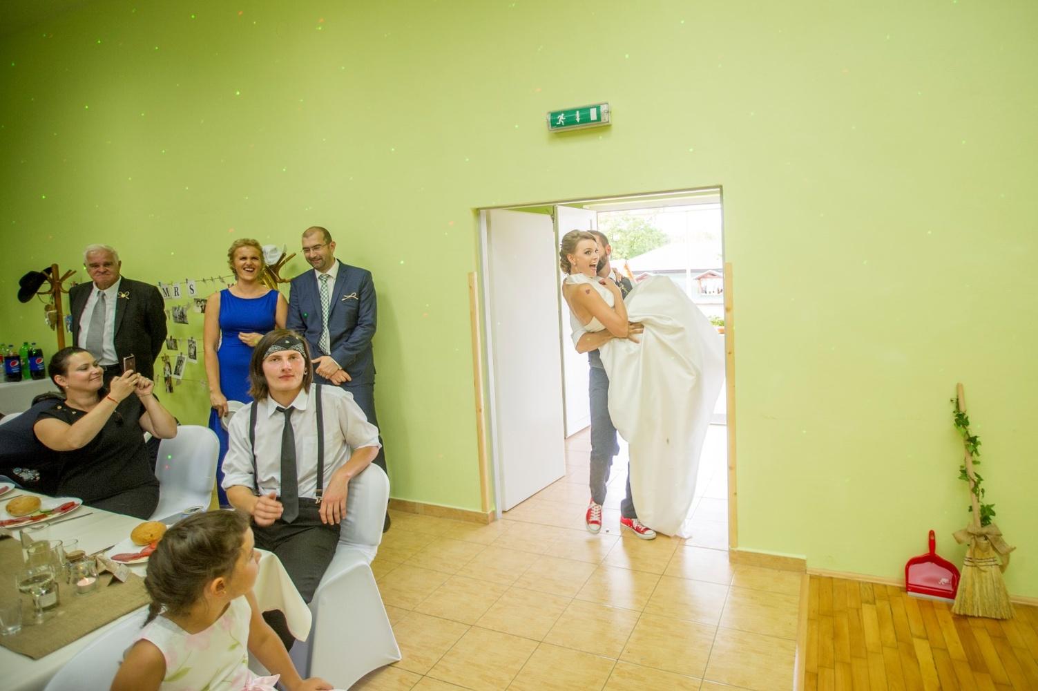 http://www.fotoz.sk/images/gallery-8/normal/eskuvoi-fotos_svadobny-fotograf_485.jpg