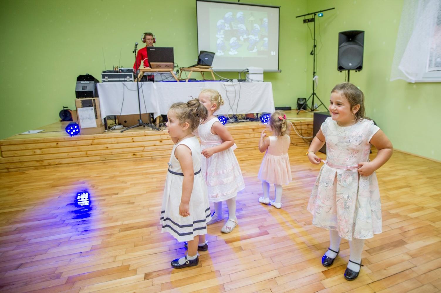 http://www.fotoz.sk/images/gallery-8/normal/eskuvoi-fotos_svadobny-fotograf_501.jpg