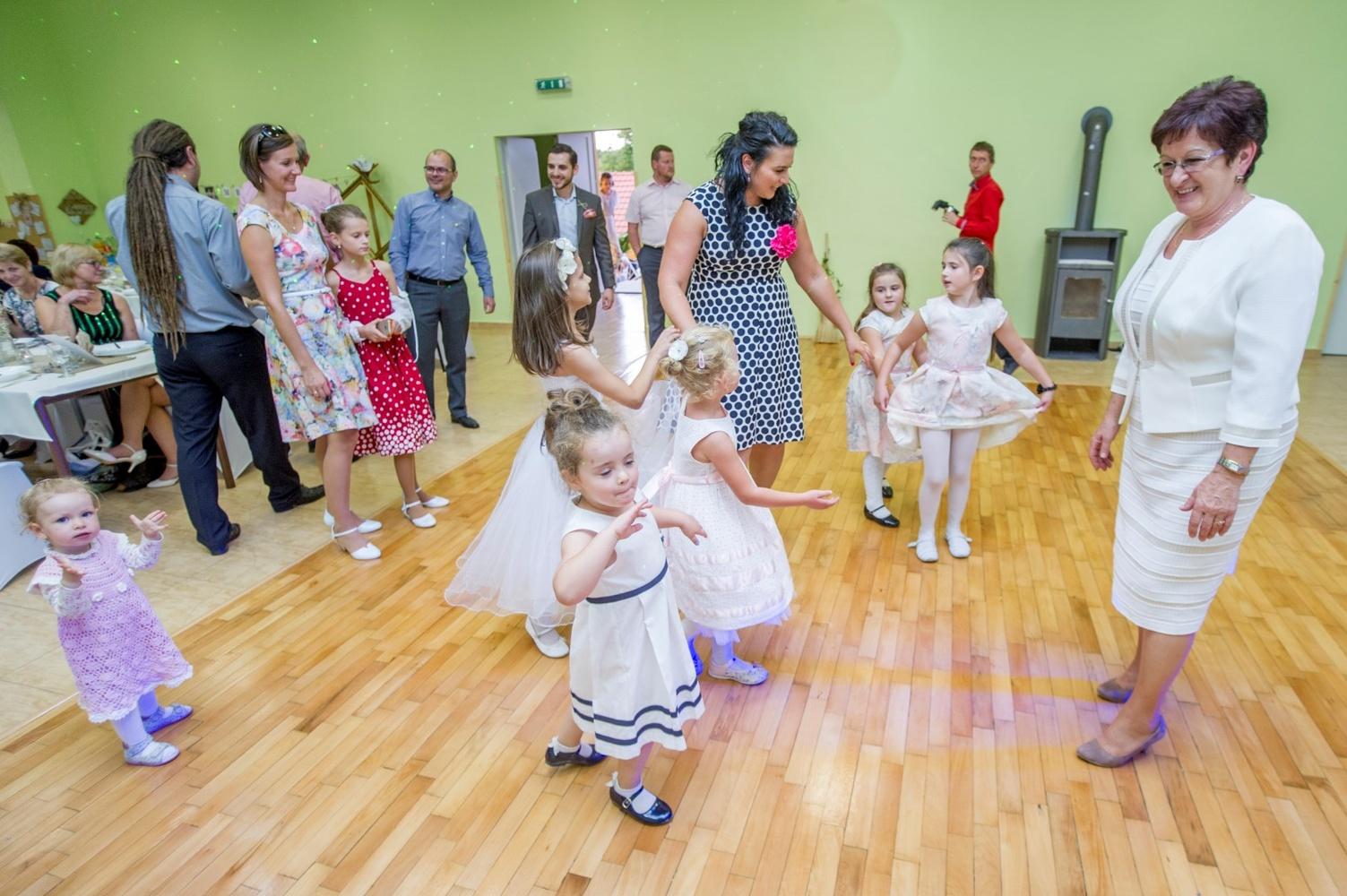 http://www.fotoz.sk/images/gallery-8/normal/eskuvoi-fotos_svadobny-fotograf_509.jpg