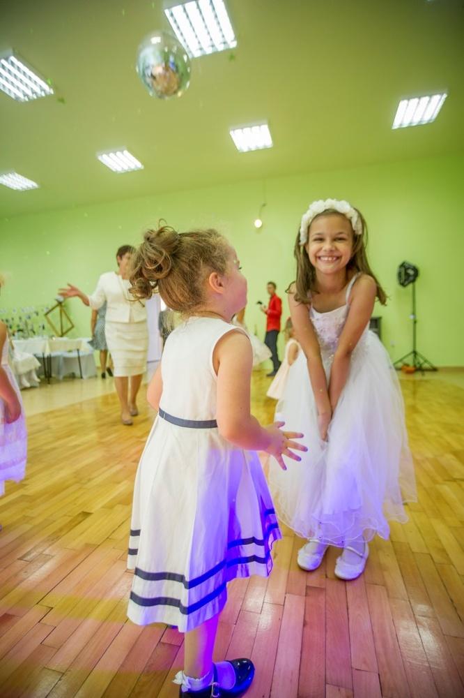 http://www.fotoz.sk/images/gallery-8/normal/eskuvoi-fotos_svadobny-fotograf_511.jpg