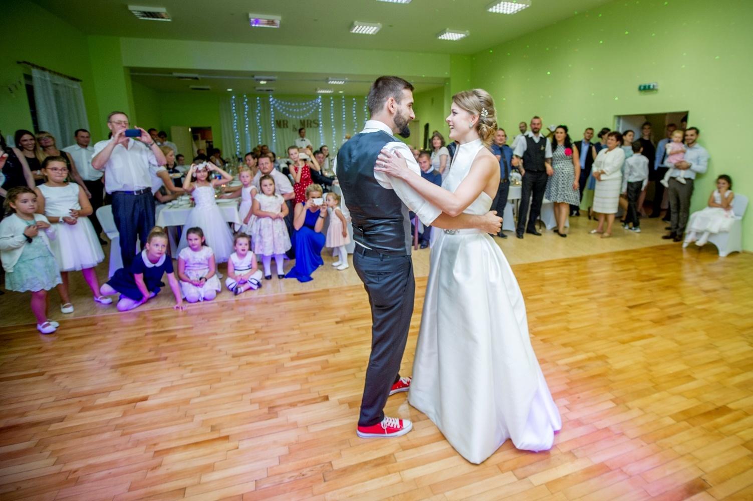http://www.fotoz.sk/images/gallery-8/normal/eskuvoi-fotos_svadobny-fotograf_519.jpg