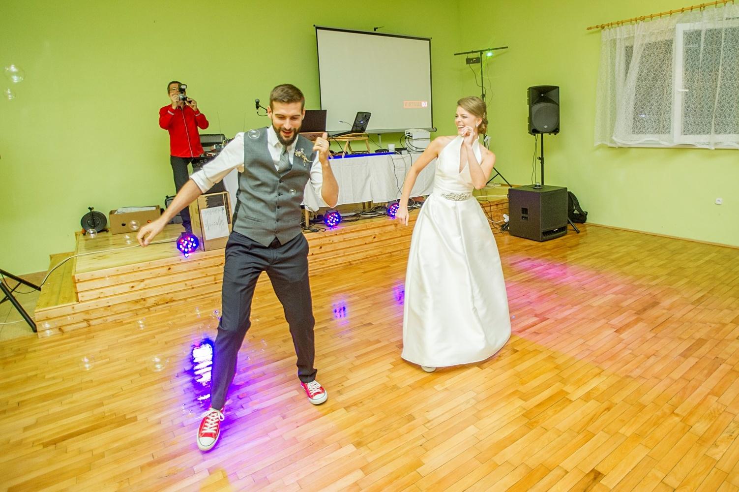 http://www.fotoz.sk/images/gallery-8/normal/eskuvoi-fotos_svadobny-fotograf_525.jpg