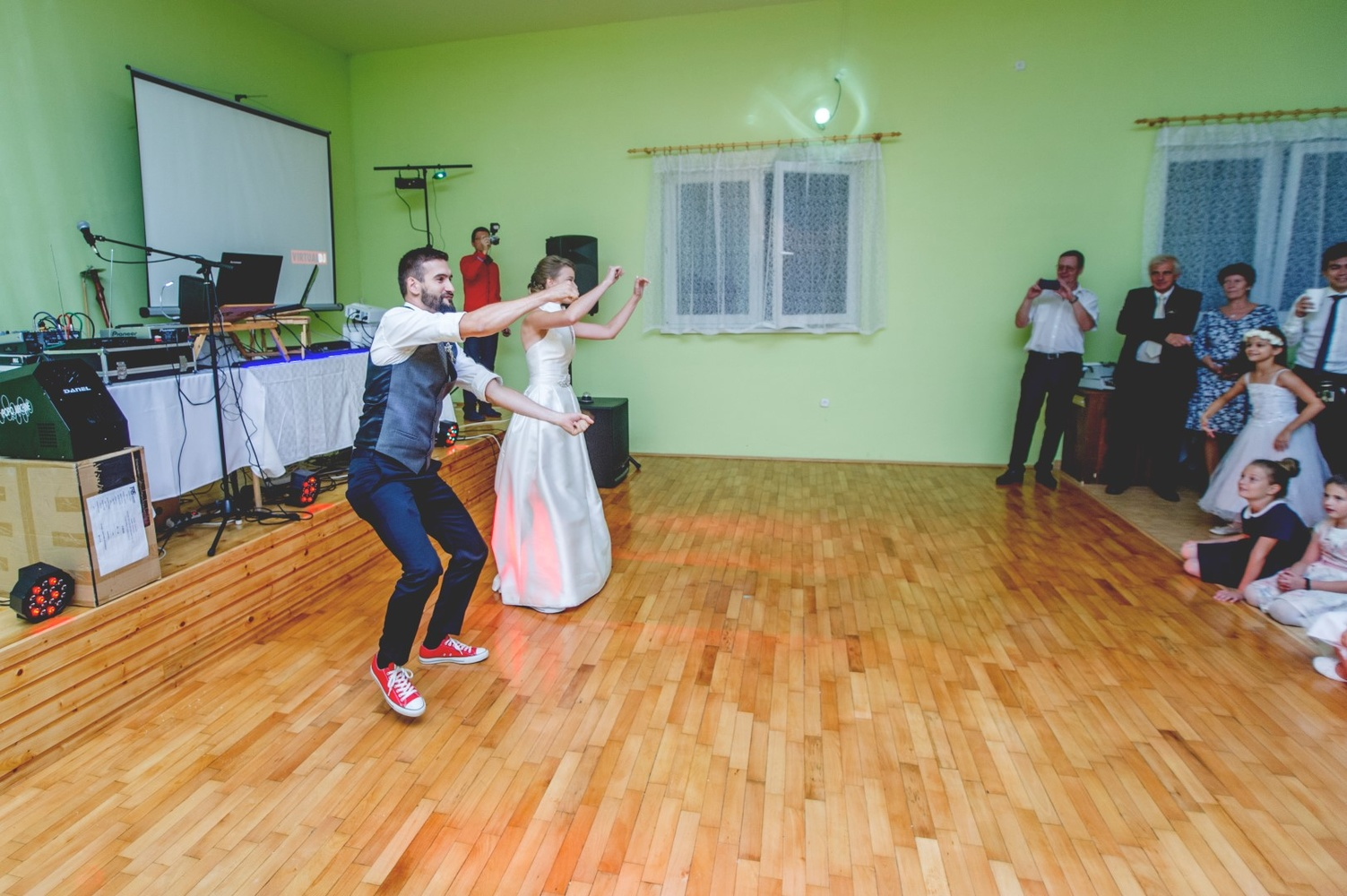 http://www.fotoz.sk/images/gallery-8/normal/eskuvoi-fotos_svadobny-fotograf_529.jpg