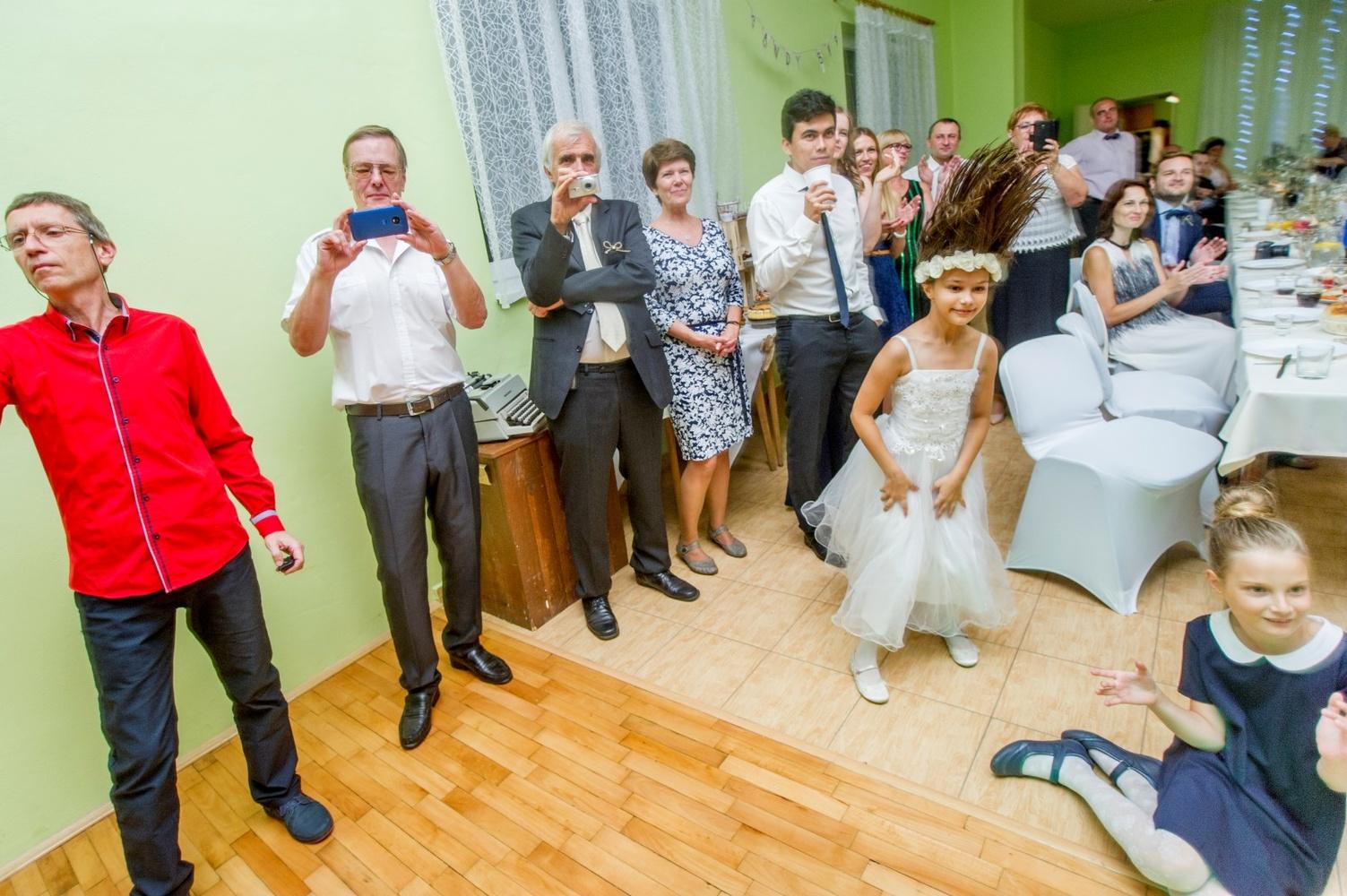 http://www.fotoz.sk/images/gallery-8/normal/eskuvoi-fotos_svadobny-fotograf_533.jpg