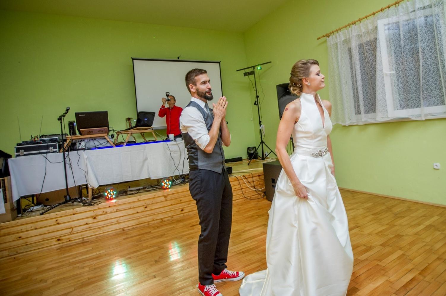 http://www.fotoz.sk/images/gallery-8/normal/eskuvoi-fotos_svadobny-fotograf_534.jpg