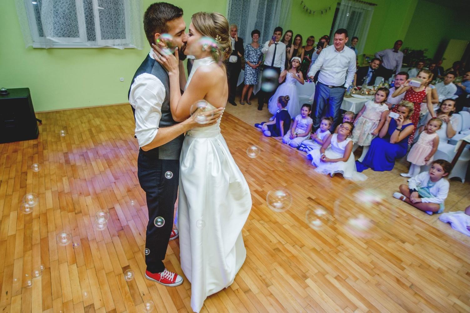 http://www.fotoz.sk/images/gallery-8/normal/eskuvoi-fotos_svadobny-fotograf_538.jpg