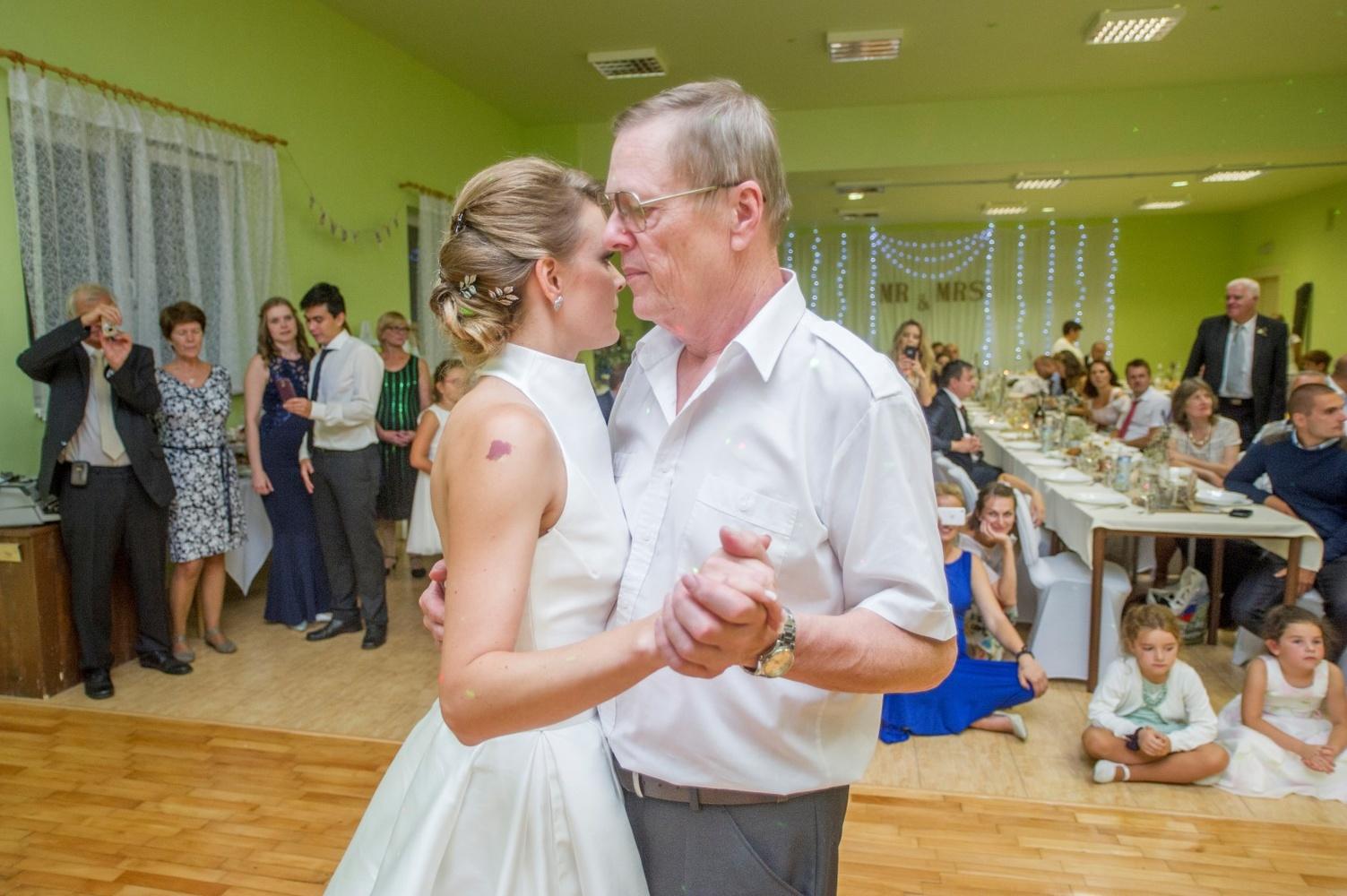 http://www.fotoz.sk/images/gallery-8/normal/eskuvoi-fotos_svadobny-fotograf_542.jpg