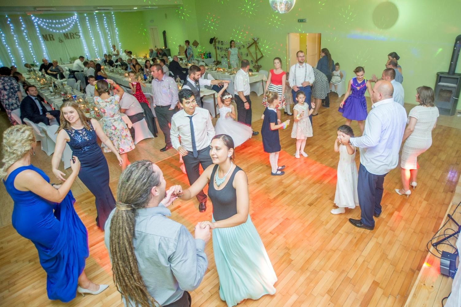 http://www.fotoz.sk/images/gallery-8/normal/eskuvoi-fotos_svadobny-fotograf_562.jpg