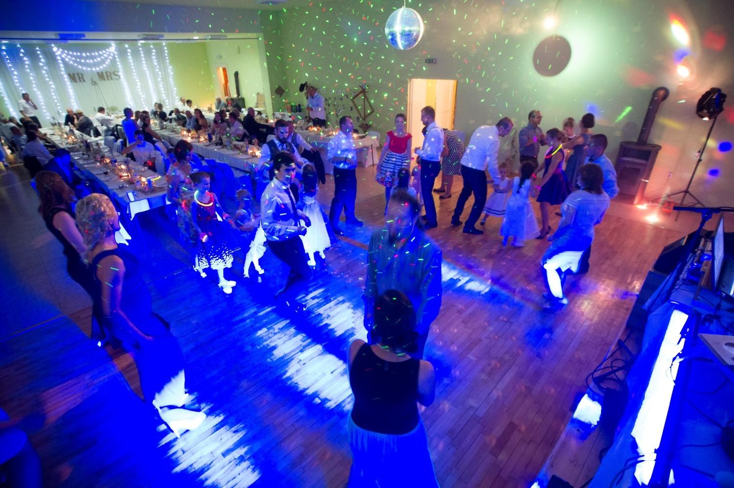 http://www.fotoz.sk/images/gallery-8/normal/eskuvoi-fotos_svadobny-fotograf_563.jpg