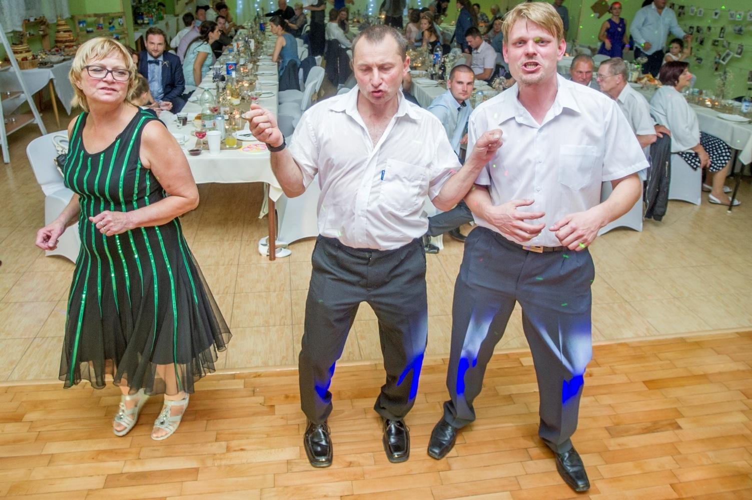 http://www.fotoz.sk/images/gallery-8/normal/eskuvoi-fotos_svadobny-fotograf_569.jpg
