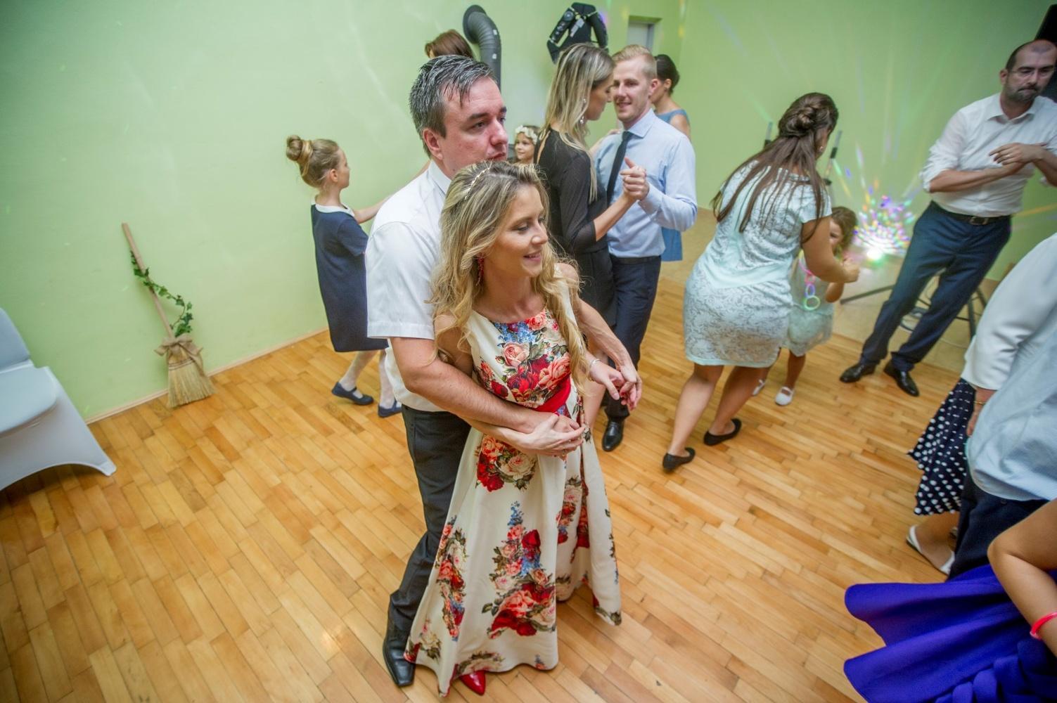 http://www.fotoz.sk/images/gallery-8/normal/eskuvoi-fotos_svadobny-fotograf_570.jpg