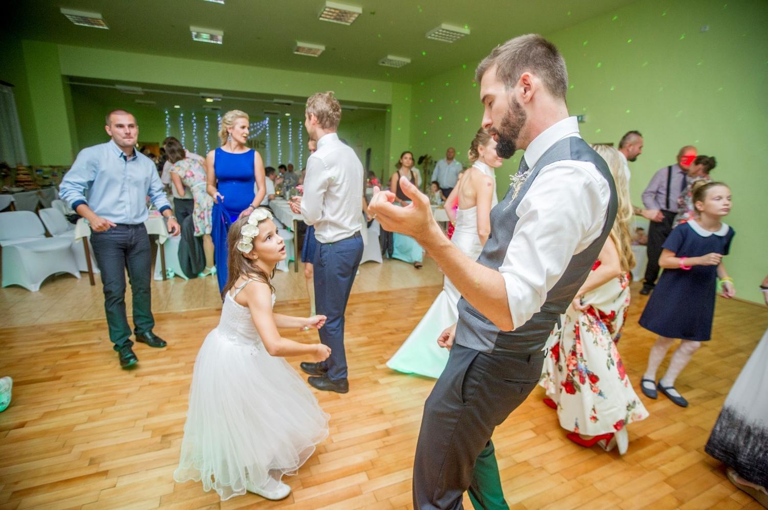 http://www.fotoz.sk/images/gallery-8/normal/eskuvoi-fotos_svadobny-fotograf_573.jpg
