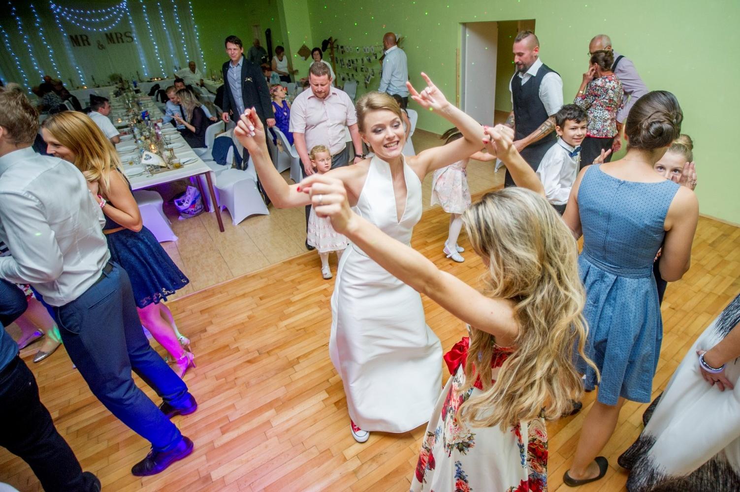 http://www.fotoz.sk/images/gallery-8/normal/eskuvoi-fotos_svadobny-fotograf_574.jpg