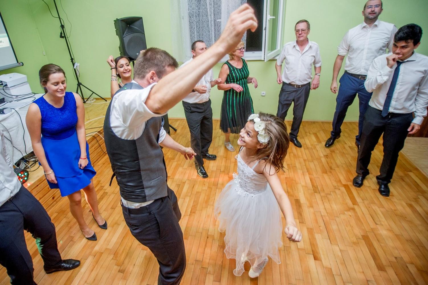 http://www.fotoz.sk/images/gallery-8/normal/eskuvoi-fotos_svadobny-fotograf_575.jpg