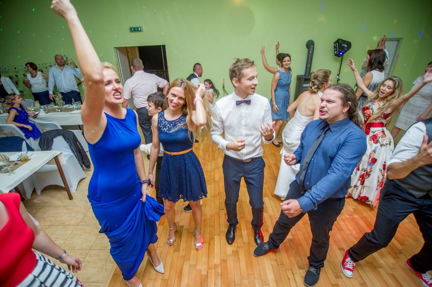http://www.fotoz.sk/images/gallery-8/normal/eskuvoi-fotos_svadobny-fotograf_576.jpg