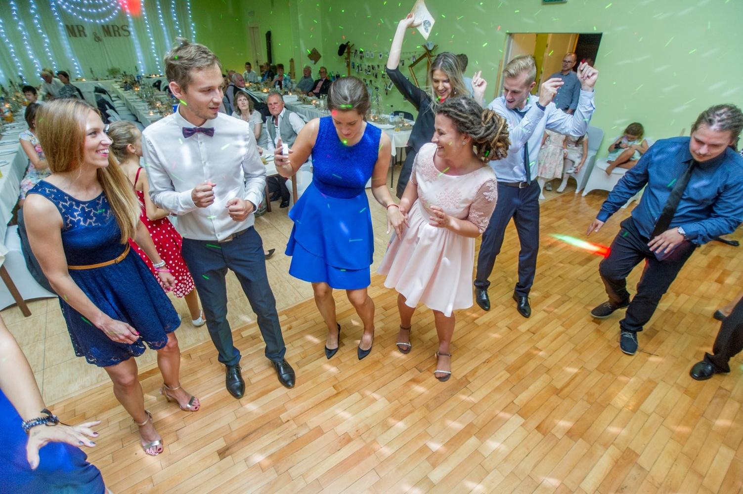 http://www.fotoz.sk/images/gallery-8/normal/eskuvoi-fotos_svadobny-fotograf_582.jpg