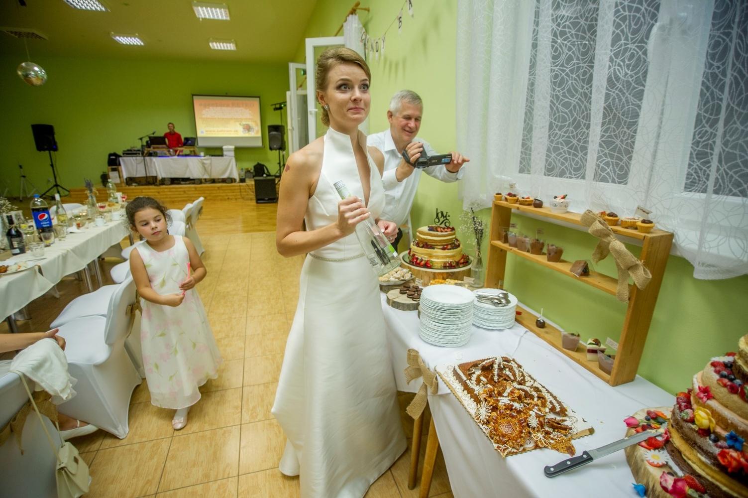 http://www.fotoz.sk/images/gallery-8/normal/eskuvoi-fotos_svadobny-fotograf_588.jpg