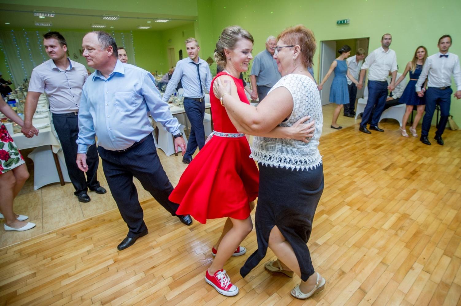 http://www.fotoz.sk/images/gallery-8/normal/eskuvoi-fotos_svadobny-fotograf_591.jpg