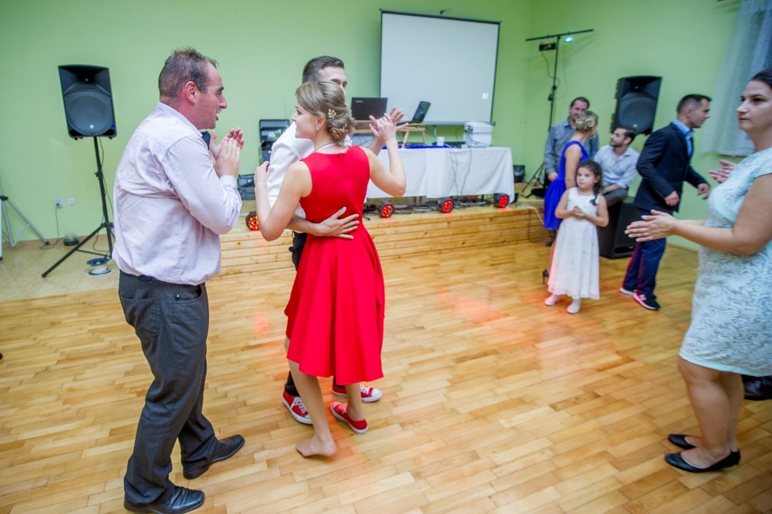 http://www.fotoz.sk/images/gallery-8/normal/eskuvoi-fotos_svadobny-fotograf_594.jpg