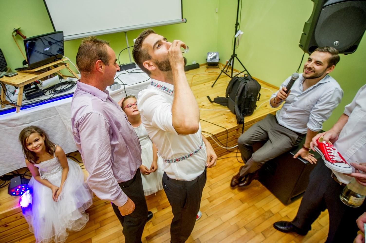 http://www.fotoz.sk/images/gallery-8/normal/eskuvoi-fotos_svadobny-fotograf_599.jpg