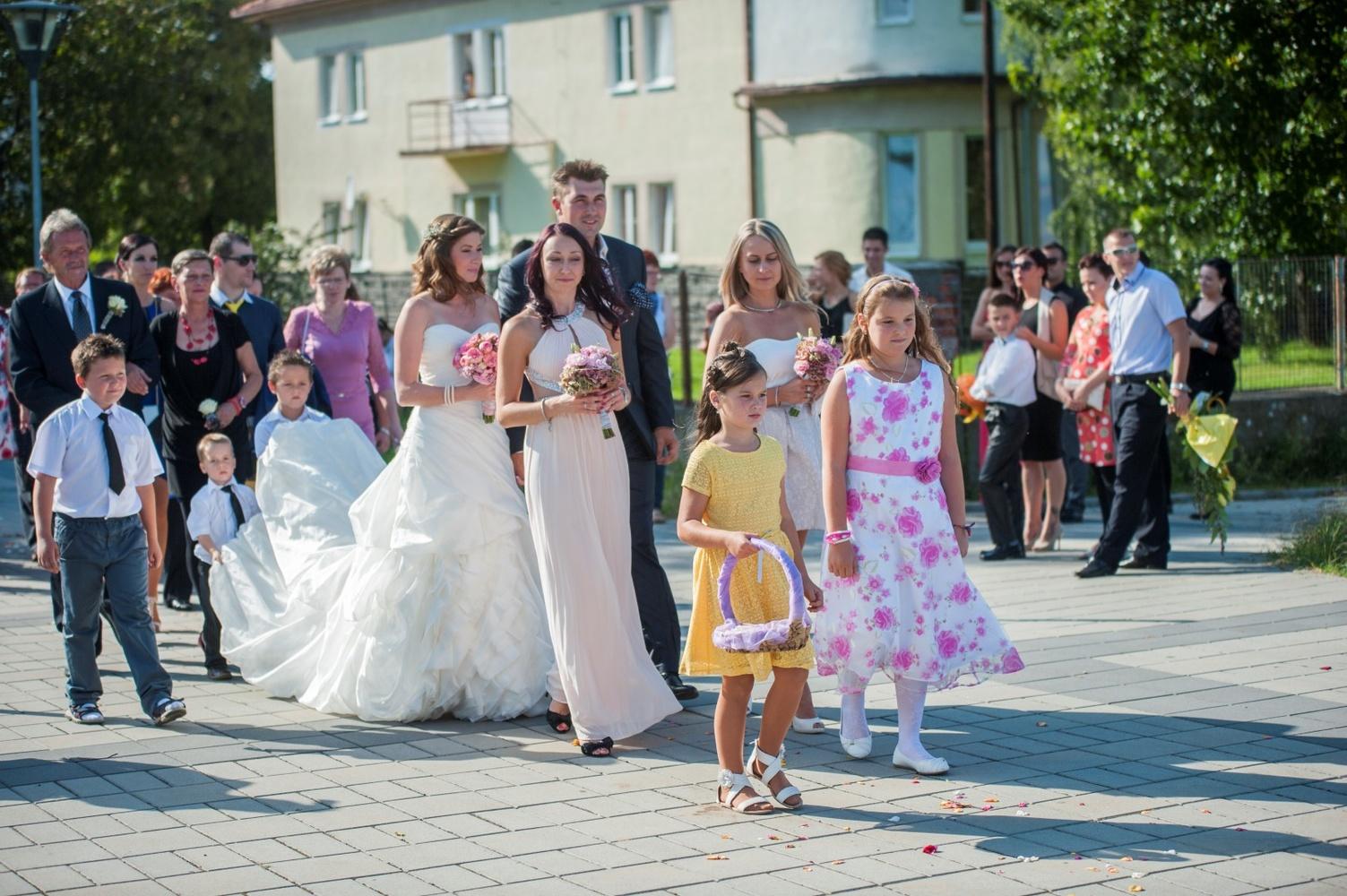 http://www.fotoz.sk/images/gallery-9/normal/eskuvoi-fotos_svadobny-fotograf_007.jpg