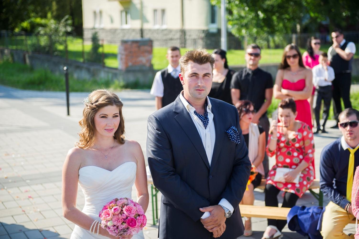 http://www.fotoz.sk/images/gallery-9/normal/eskuvoi-fotos_svadobny-fotograf_014.jpg