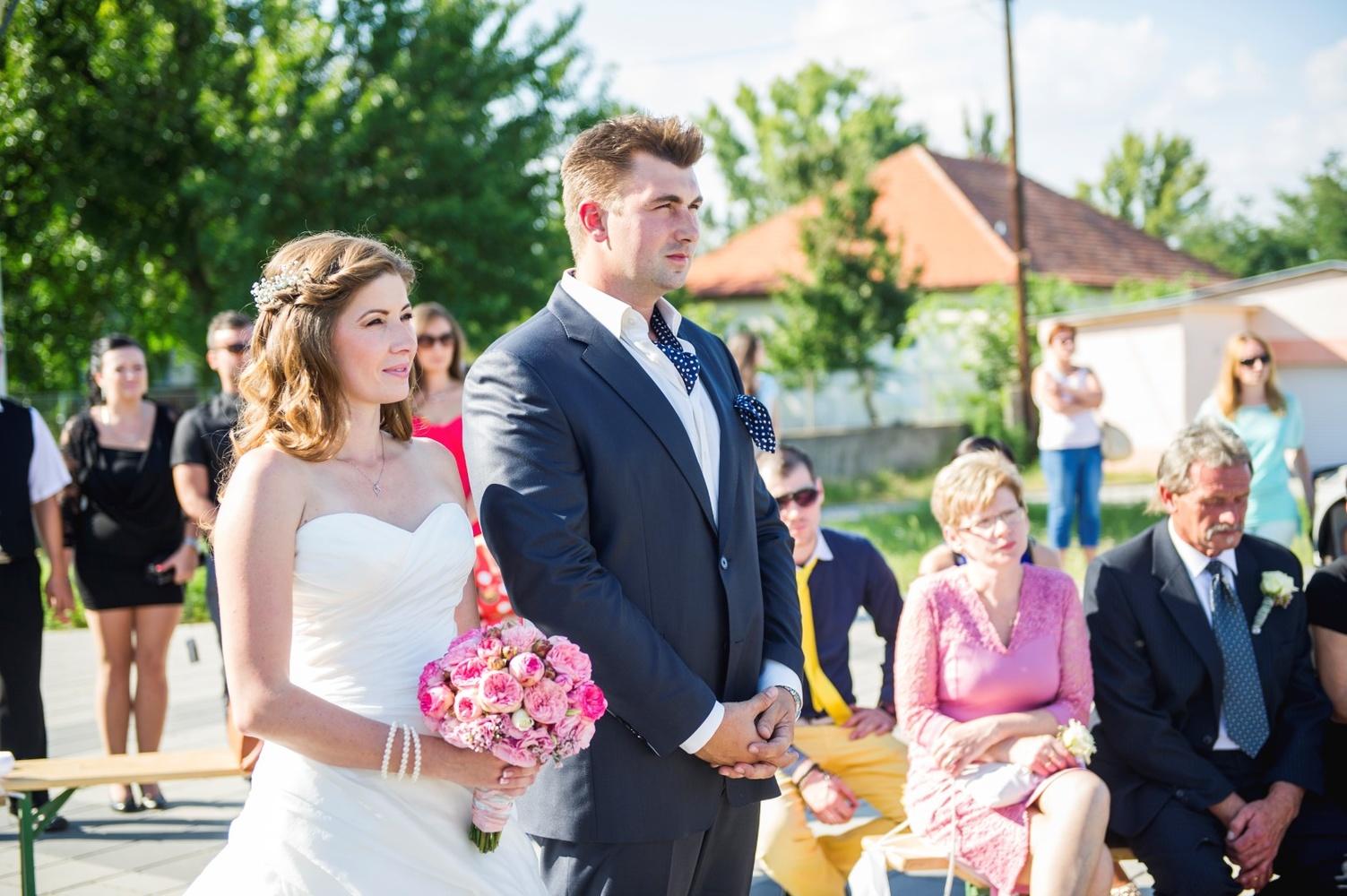 http://www.fotoz.sk/images/gallery-9/normal/eskuvoi-fotos_svadobny-fotograf_025.jpg