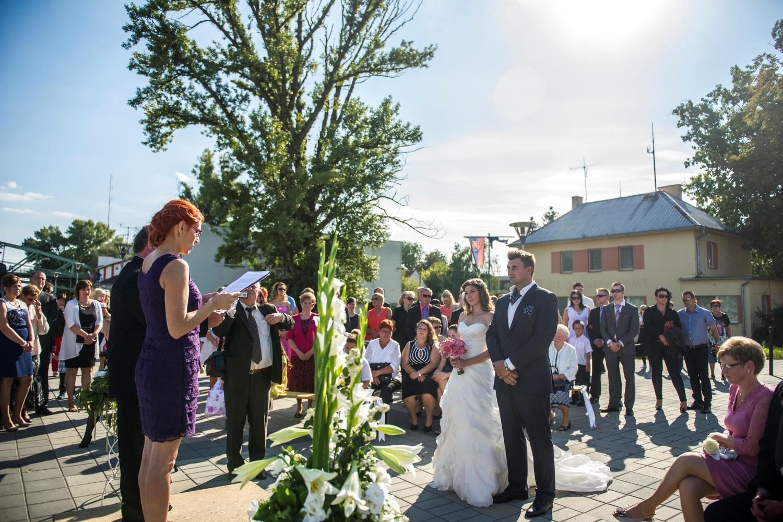 http://www.fotoz.sk/images/gallery-9/normal/eskuvoi-fotos_svadobny-fotograf_030.jpg