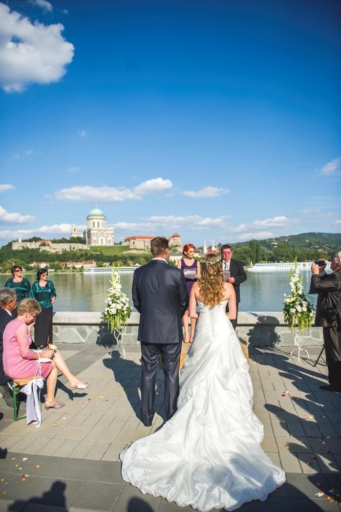 http://www.fotoz.sk/images/gallery-9/normal/eskuvoi-fotos_svadobny-fotograf_035.jpg