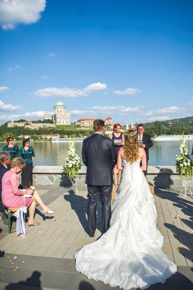 http://www.fotoz.sk/images/gallery-9/normal/eskuvoi-fotos_svadobny-fotograf_036.jpg