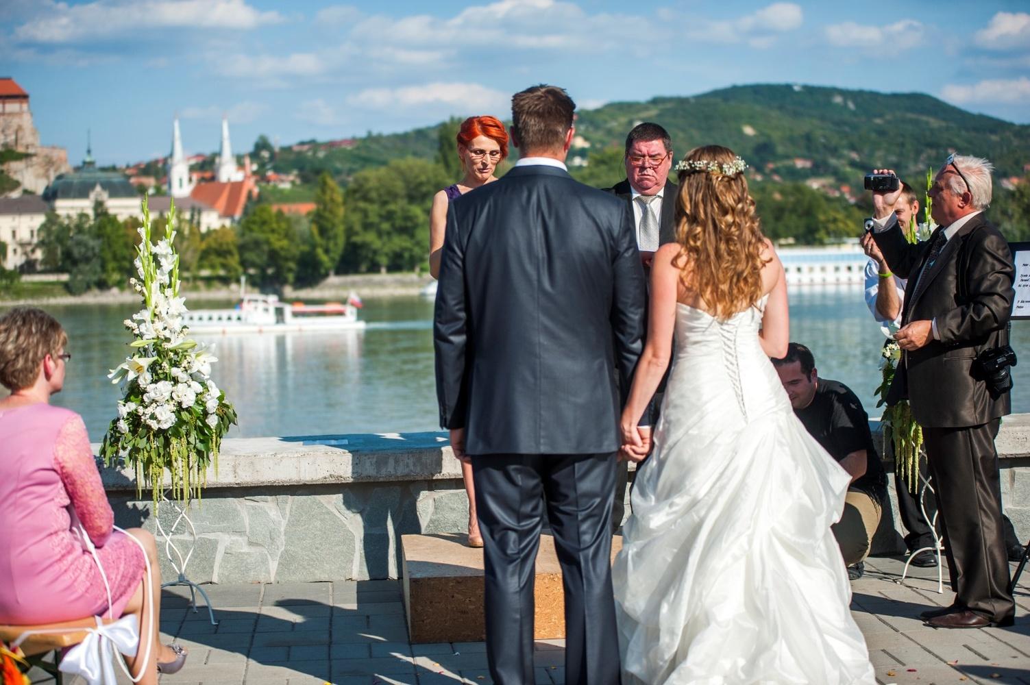 http://www.fotoz.sk/images/gallery-9/normal/eskuvoi-fotos_svadobny-fotograf_062.jpg