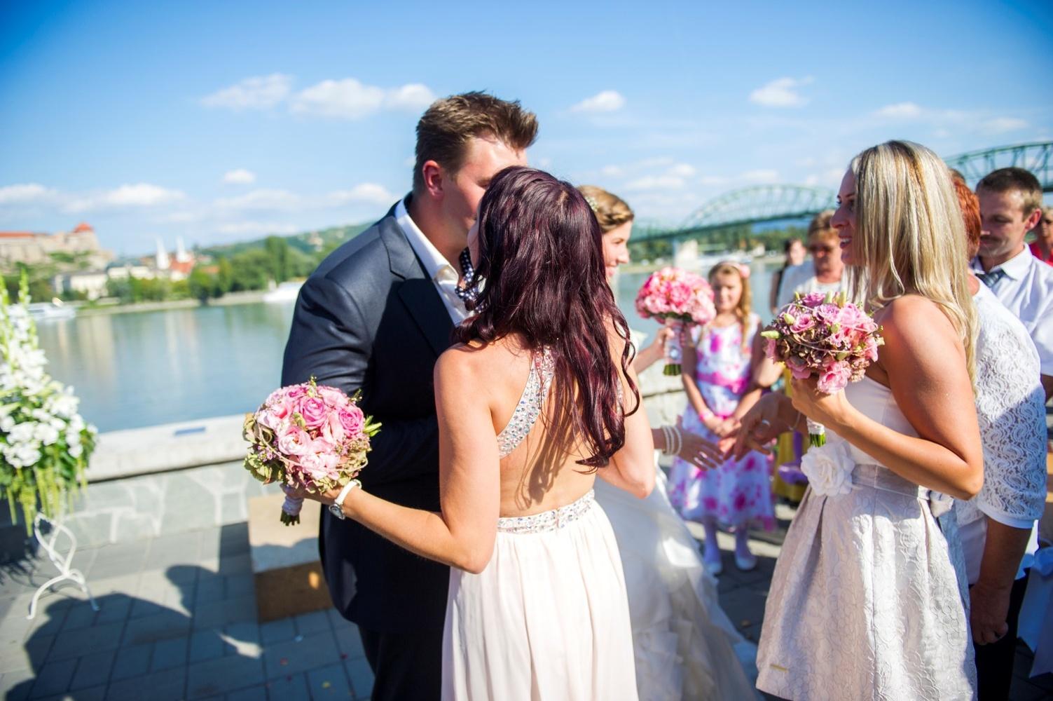 http://www.fotoz.sk/images/gallery-9/normal/eskuvoi-fotos_svadobny-fotograf_078.jpg