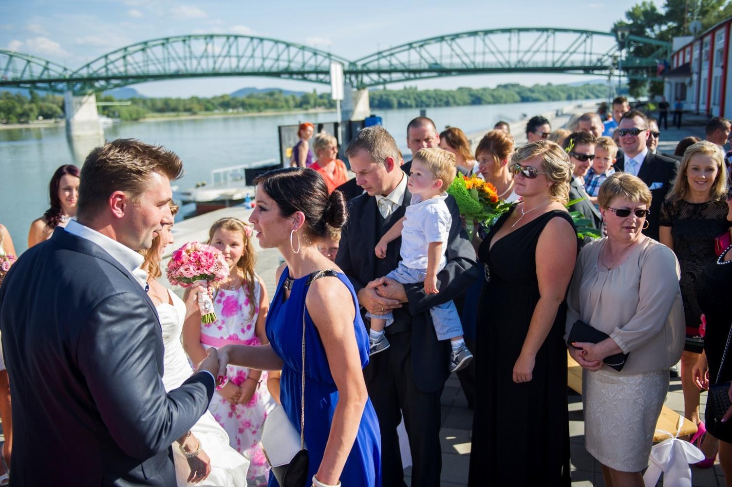 http://www.fotoz.sk/images/gallery-9/normal/eskuvoi-fotos_svadobny-fotograf_087.jpg