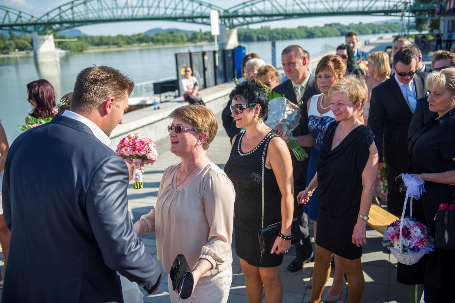 http://www.fotoz.sk/images/gallery-9/normal/eskuvoi-fotos_svadobny-fotograf_091.jpg